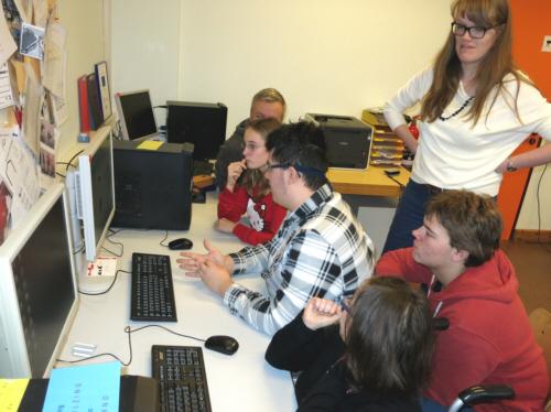 Schüler vor Rechner